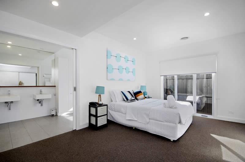 Holiday rental accommodation main bedroom